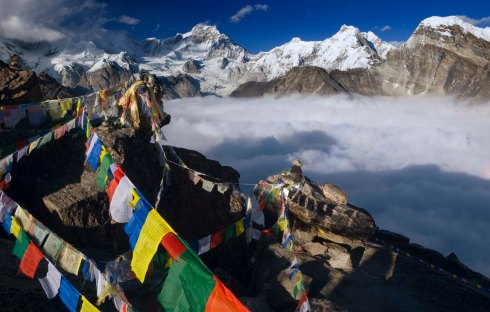 gokyo-ri-flags-crop