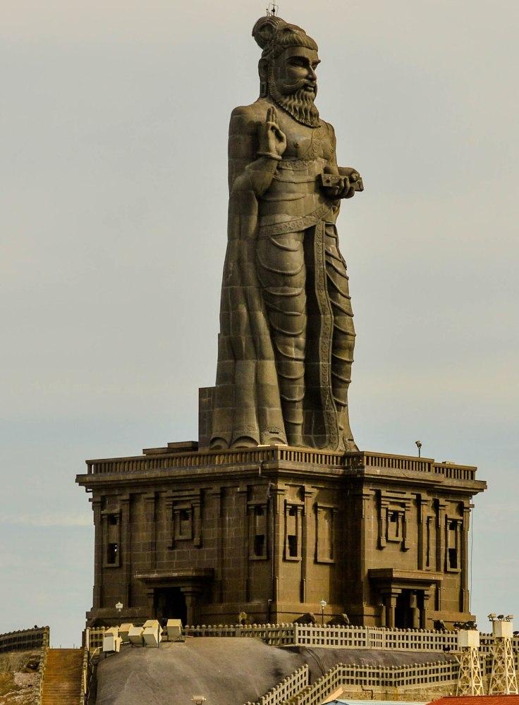 Thiruvalluvar_Statue_at_Kanyakumari_02